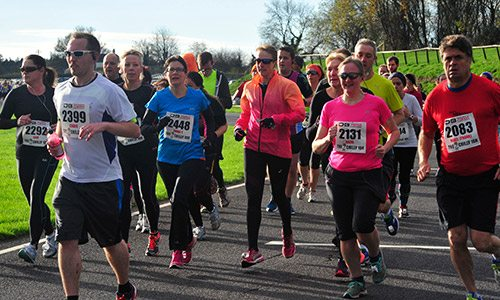 photo of people taking part in the 9BAR Chilly 10k running race